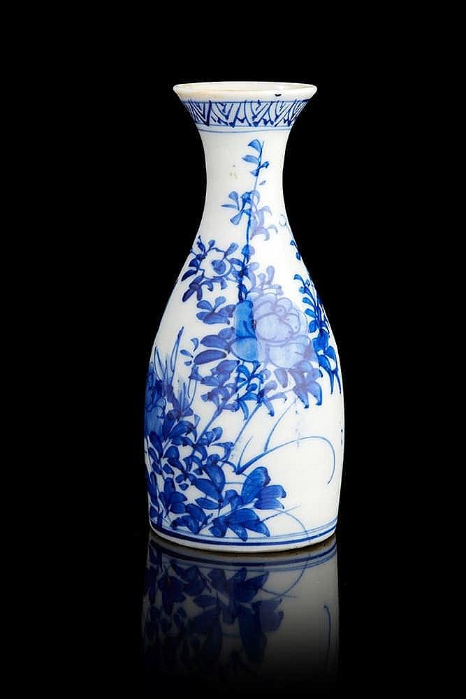 Vase soliflore en porcelaine blanc bleu. Vase en porcelaine blanc bleu.