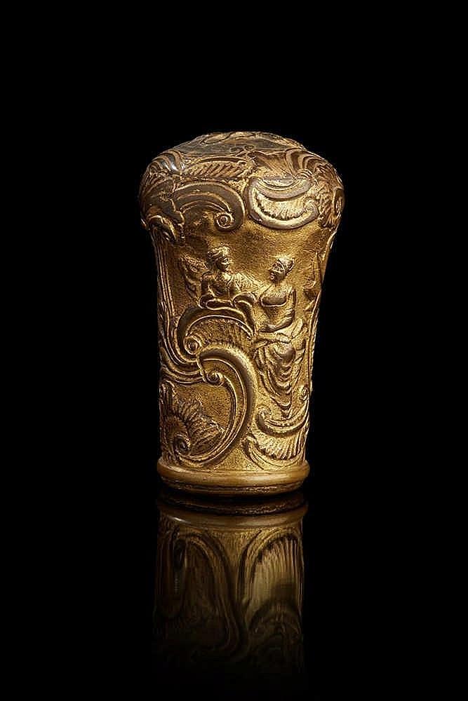 Pommeau de canne  en cuivre repoussé et gravé sommé d'un lion.  XVIIIe sièc