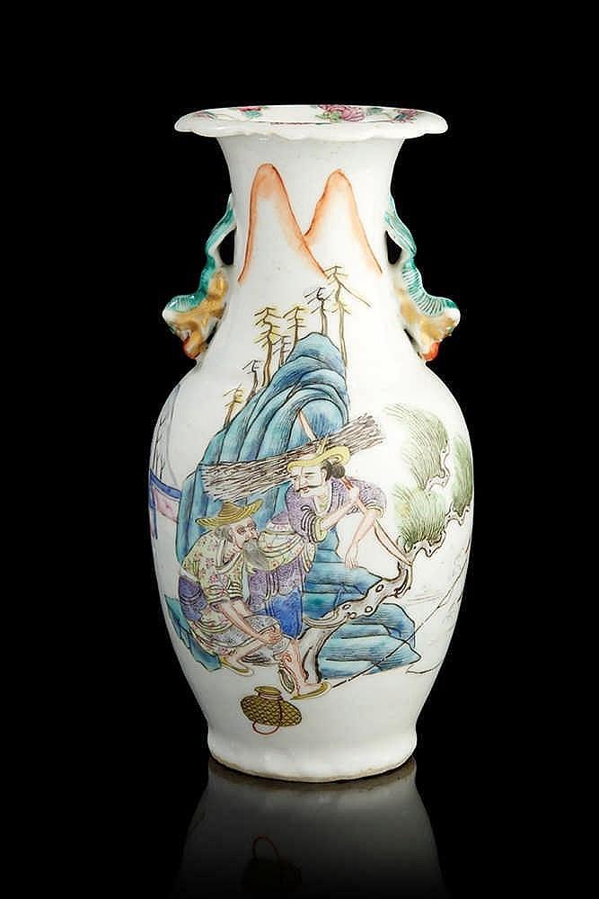 Chine petit vase en porcelaine de forme balustre d cor en for Porcelaine de chine