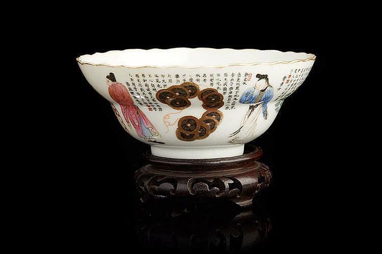 CHINE Bol circulaire en porcelaine, décoré sur la paroi extérieure en éma