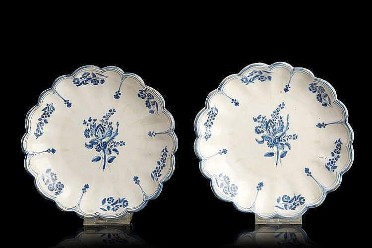 VARAGES ou FERAUD à Moustiers Deux coupes en faïence polylobées, décorées