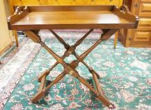 PENNSYLVANIA HOUSE BUTLERS TRAY TABLE ON FOLDING BASE. 30 IN WIDE. 30 IN TALL. 18 IN DEEP.