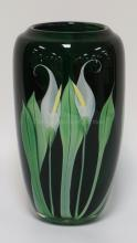 STUNNING ORIENT & FLUME EMERALD GREEN ART GLASS PAPERWEIGHT VASE WITH INTERNAL DEORATION OF CALLA LILIES. POLISHED PONTIL WITH ORIGINAL LABEL. ARTIST SIGNED BY SCOTT BEYERS. 10 3/4 INCHES HIGH.
