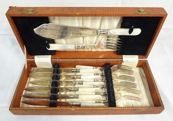 14 PC MOP HANDLED FISH SET IN FAUX SNAKESKIN BOX;