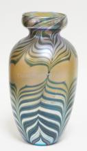 LUNDBERG ART GLASS VASE IN GOLD WITH PULLED FEATHER DECORATION. 10 3/4 IN TALL. SIGNED *LUNDBERG STUDIOS 1980. LS112605*