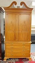 MAHOGANY ENTERTAINMENT CENTER W/4 DRAWERS; HAS
