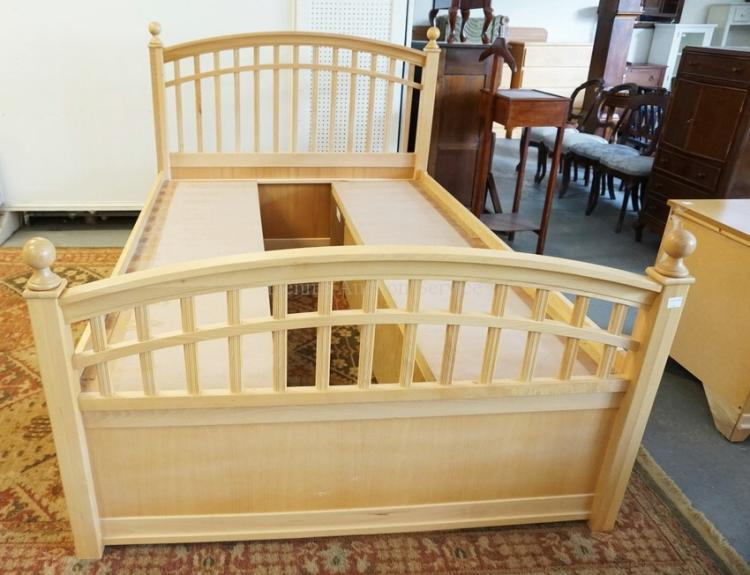 Lot Stanley Young America Bed With, Stanley Young America Furniture