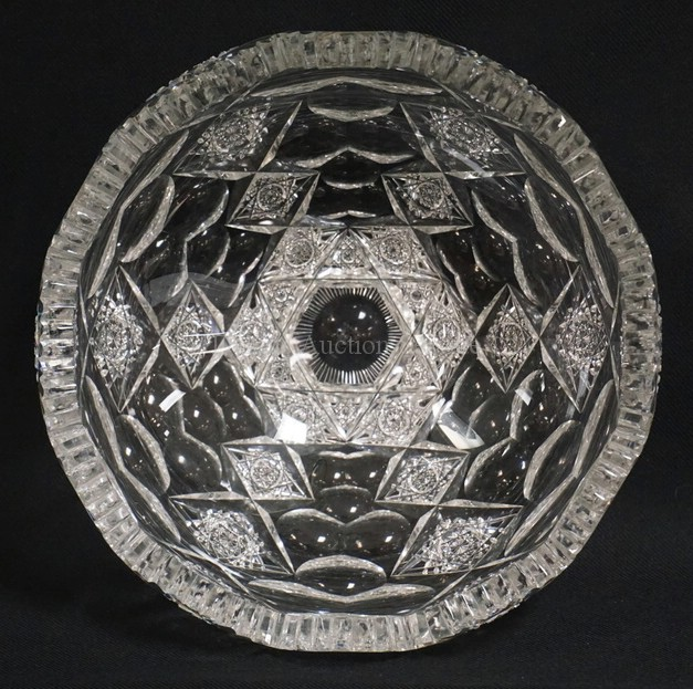 HAWKES *QUEENS* PATTERN CUT GLASS BOWL MEASURING 9 INCHES IN DIA. 4 3/16 INCHES HIGH. AMERICAN BRILLIANT PERIOD. SIGNED IN THE CENTER. HAS A FEW VERY TINY FLEA BITES ON THE INSIDE EDGE AND ONE CHIPPED TOOTH.