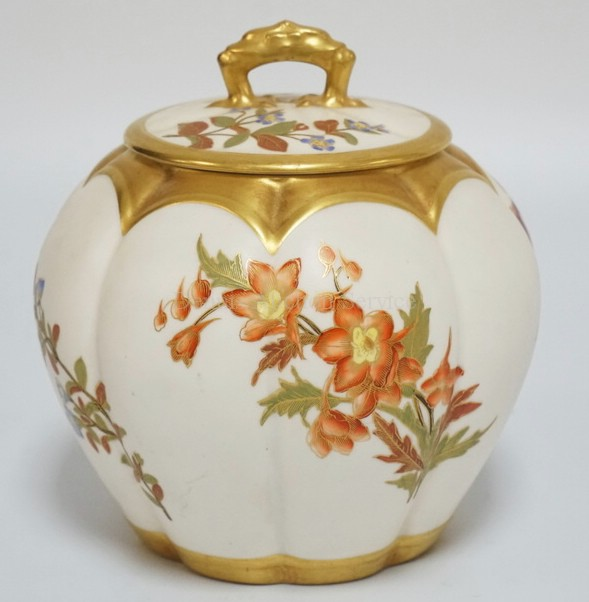 ANTIQUE ROYAL WORCESGTER BICUIT JAR WITH LID. HAND PAINTED WITH ASSORTED FLOWERS. HAS A HAIRLINE VISIBLE ON THE INTERIOR OF THE BOTTOM. 6 3/4 INCHES HIGH.