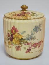 19TH C. ROYAL WORCESTER BISCUIT JAR WITH LID. HAND PAINTED WITH FLOWERS ON A RIBBED BODY WITH SHADES OF YELLOW AND PEACH. 7 INCHES HIGH.