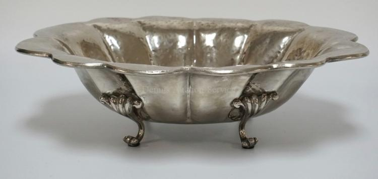 MAITLAND SMITH HAMMERED SILVERPLATE CENTER BOWL ON SCROLLED FEET. 18 3/4 X 15 1/8 INCHES OVAL. 5 1/2 INCHES HIGH.
