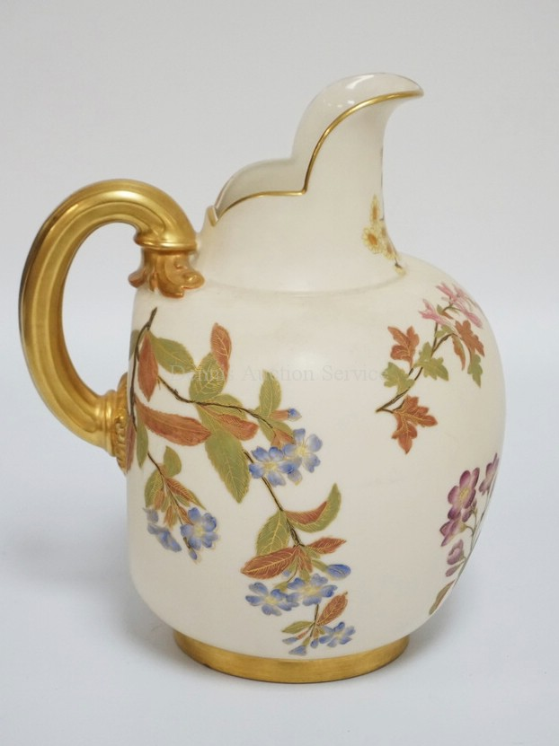 ANTIQUE ROYAL WORCESTER HAND PAINTED PORCELAIN PITCHER DECORATED WITH VARIOUS FLOWERS AND A GOLD GILT HANDLE. 9 INCHES HIGH.