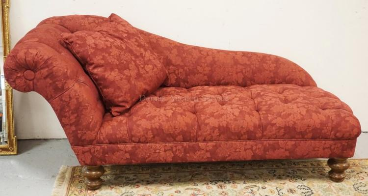 BURGUNDY FLORAL UPHOLSTERED CHAISE LOUNGE. TUFTED.