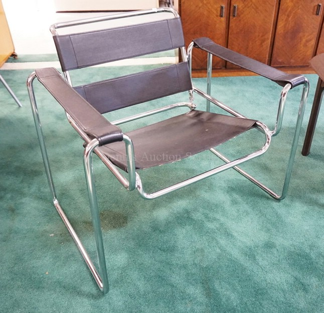 MID CENTURY MODERN CHROME LOUNGE CHAIR WITH A BLACK FAUX LEATHER SEAT, BACK, AND ARM RESTS.
