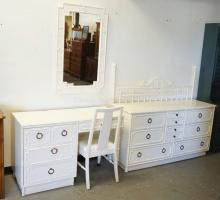 5 PIECE WHITE BEDROOM SET WITH BAMBOO STYLINGS. FULL SIZE HEADBOARD.