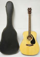 YAMAHA GUITAR. F-310. HAS SOME NICKS AND SCUFFS FROM USE. COMES WITH CASE. MISSING ONE STRING PEG.
