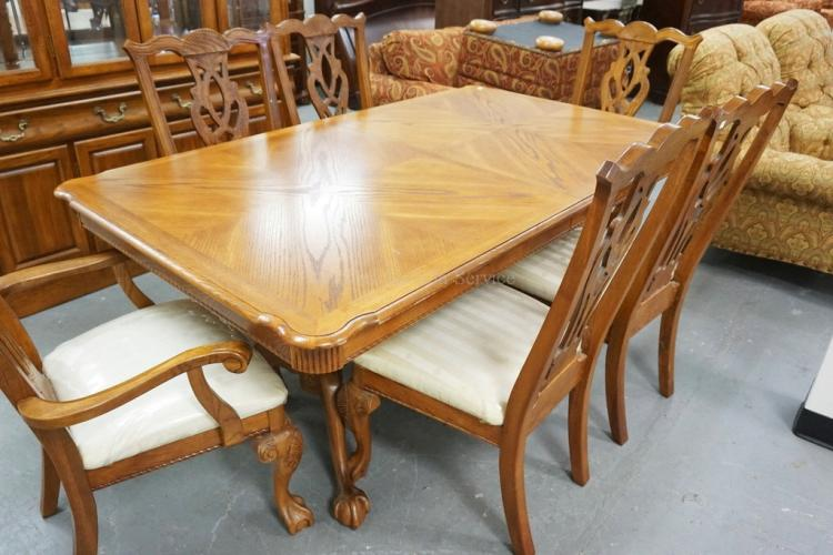 8 PIECE DINING ROOM SET IN OAK INCLUDES CHINA CABINET 6 CH