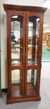 PULASKI DISPLAY CABINET WITH A LIGHTED INTERIOR HAVING GLASS SHELVES AND A MIRRORED BACK. 32 INCHES WIDE. 76 1/2 INCHES HIGH.