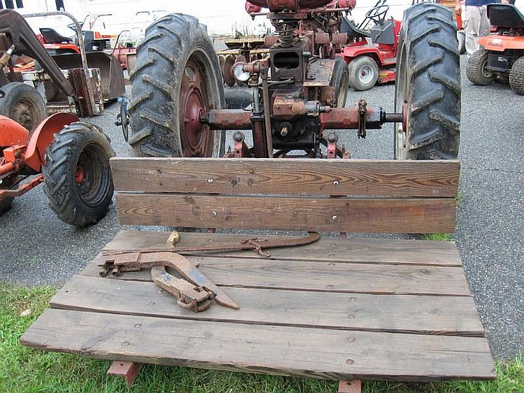 FARMALL MCCORMICK Model SUPER C 5 Speed Trans, Amp Meter, #184602, with Fast hitch and carry all, NOT in running condition