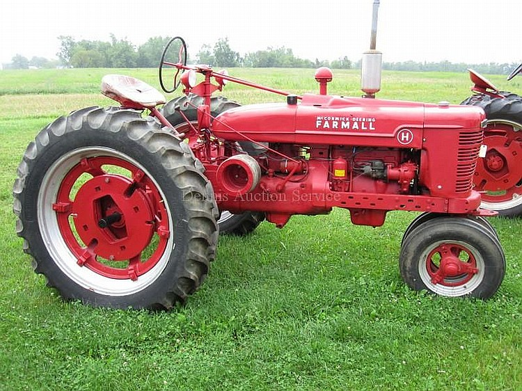 FARMALL MCCORMICK Model H 5 speed Trans, Amp Meter, Oil Meter & Water Gauge #161972 , New Tires in working condition