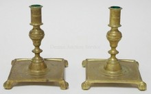 PAIR OF COLONIAL WILLIAMSBURG HEAVY BRASS CANDLESTICKS. CLAW FEET. MADE BY VIRGINIA METALCRAFTERS. 6 3/4 IN H
