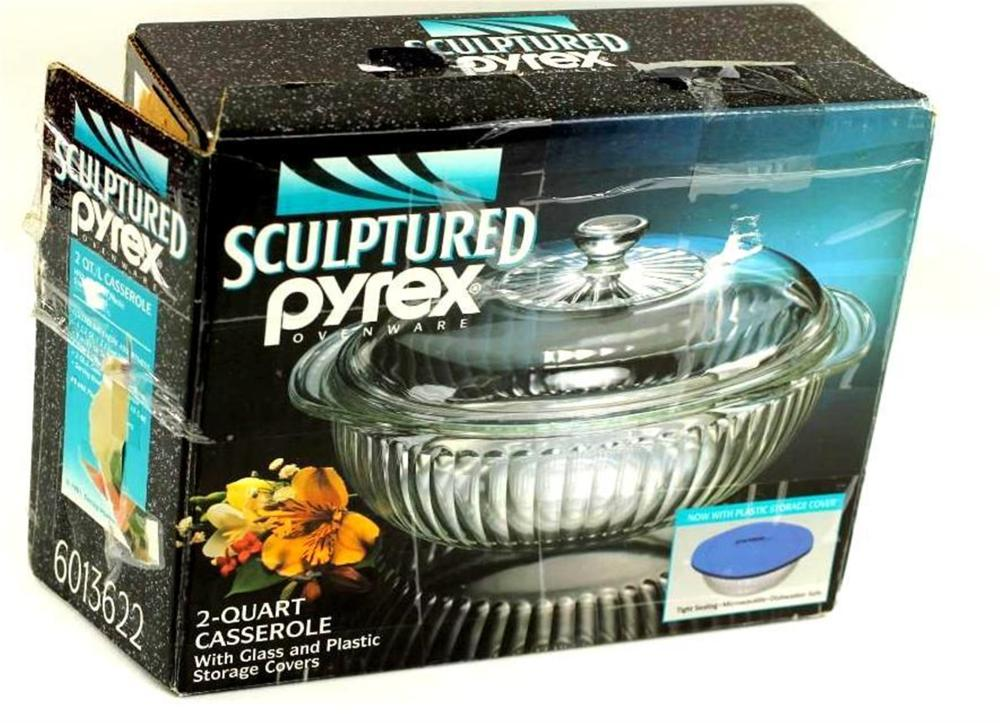 Pyrex Sculptured 2 Qt Casserole