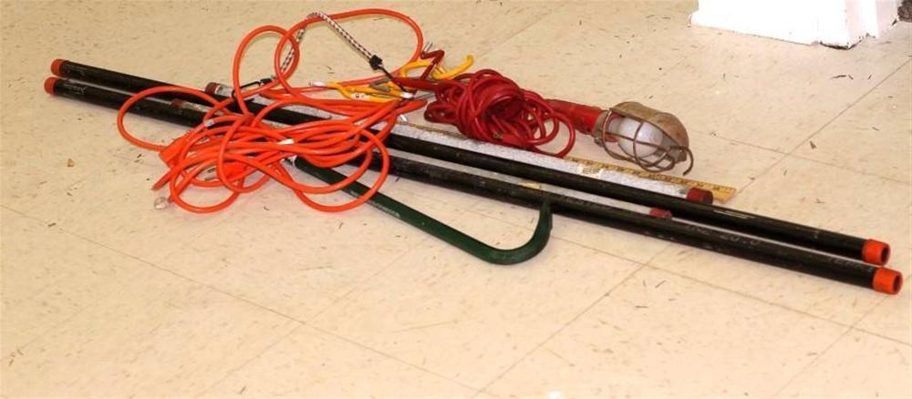 Garage Lot incl Crowbar, Light, Extension Cord, Hooks, Poles, Yard Stick