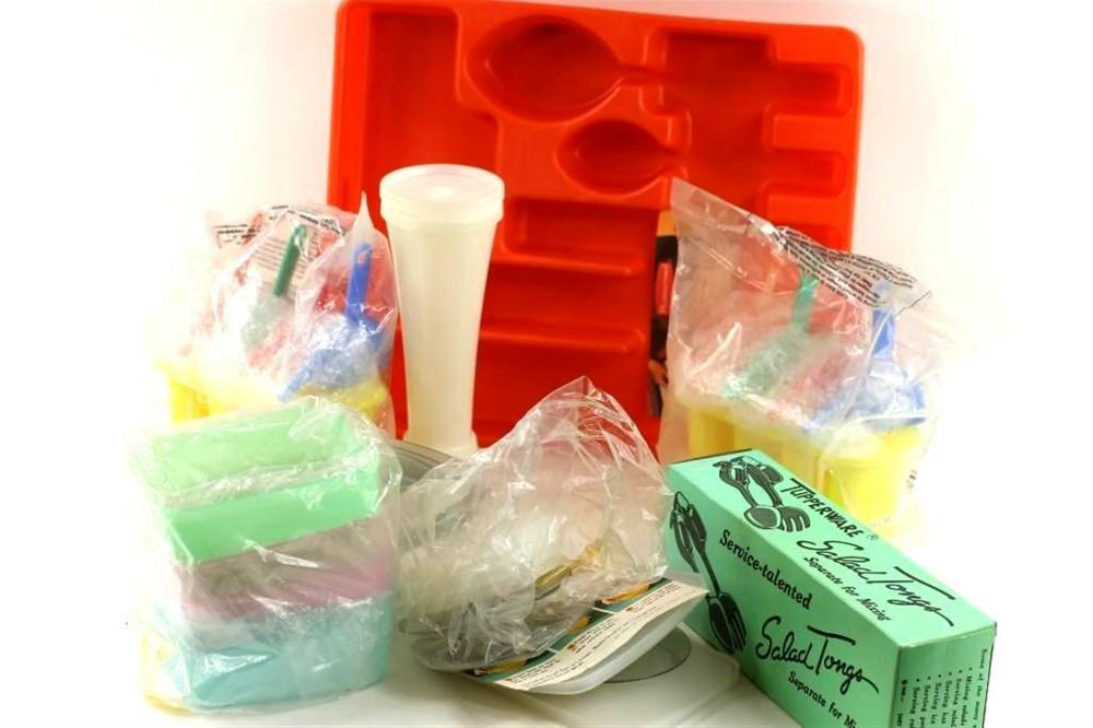 Kitchen Lot incl Tupperware, Popsicle Holders, etc