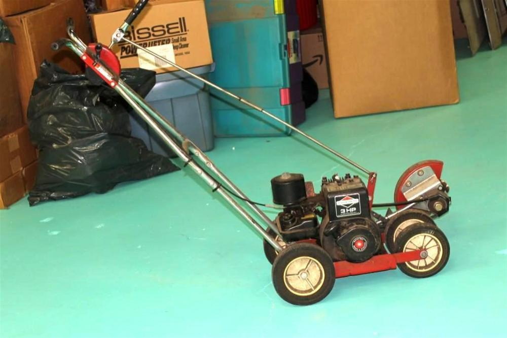 Edger with 3 HP Briggs and Stratton Engine