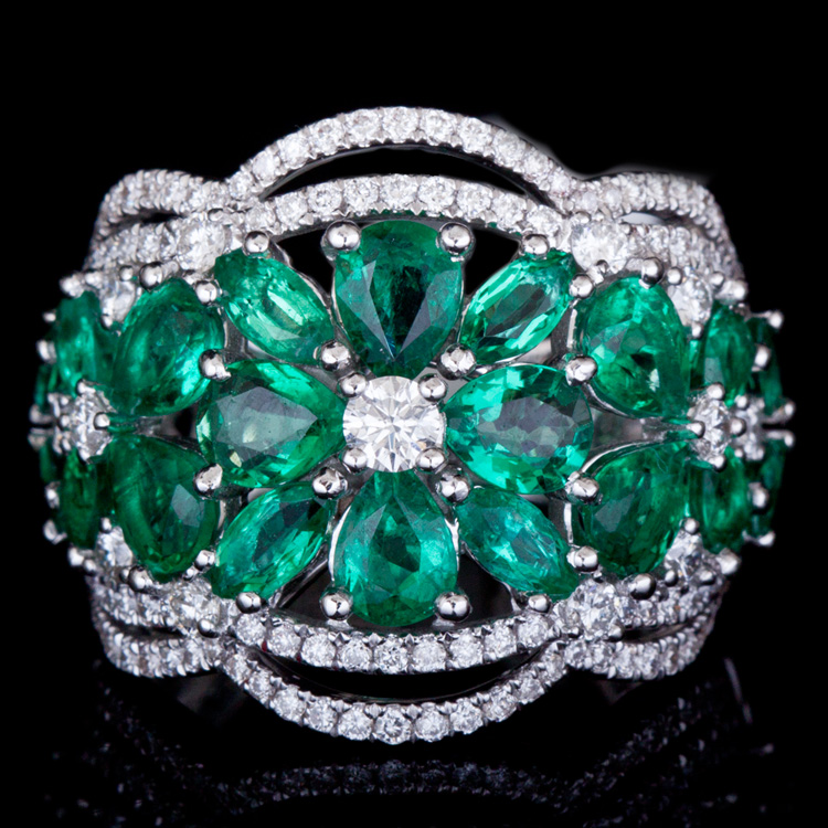 18K GOLD FASHION RING W/ 3.58ct. EMERALD& 0.95ct. WHITE