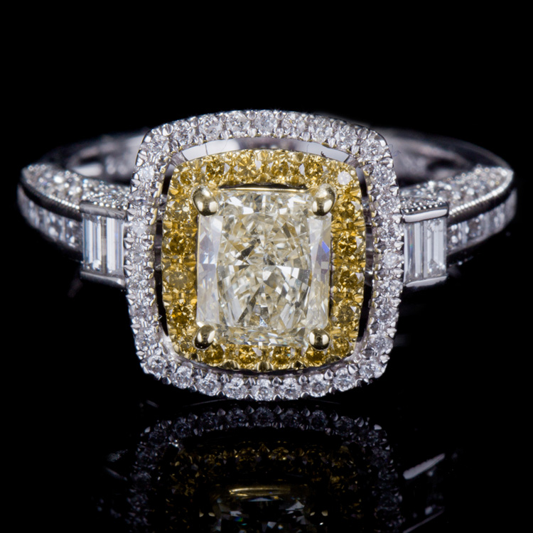 18K GOLD LADY'S RING W/ 1.93ct. TOTAL DIA WEIGHT