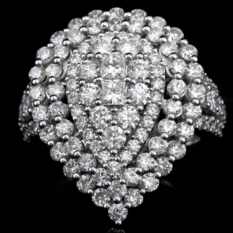 18K GOLD LADY'S FASHION RING W/ 3.49ct. WHITE DIA