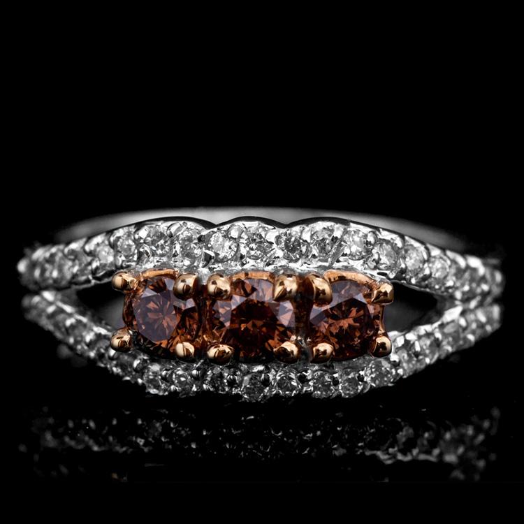 14K GOLD LADY'S RING W/ 0.75ct. FANCY  DIAMOND