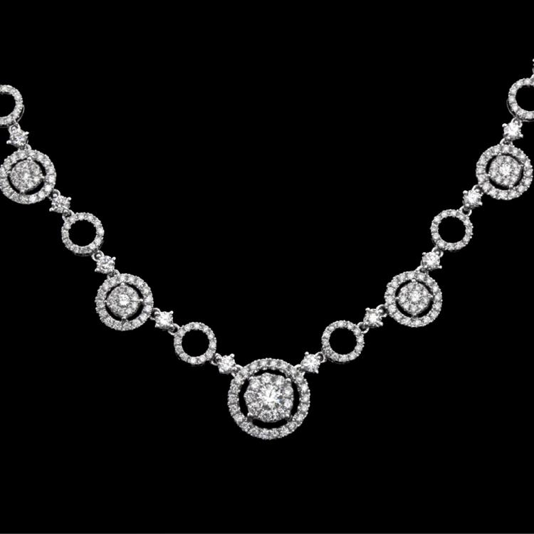 18K GOLD NECKLACE W/ 3.34ct. WHITE DIA