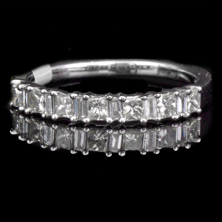 14K GOLD LADY'S BAND W/ A TOTAL OF 0.75ct. WHITE DIA