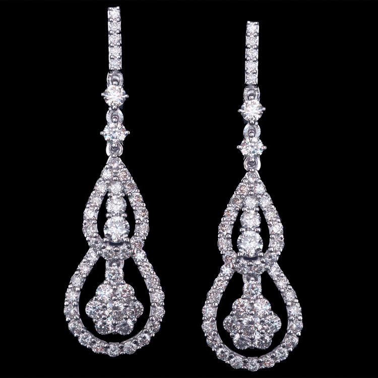 18K GOLD DANGLING EARRINGS W/ 1.93ct. WHITE DIA
