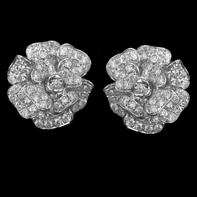 14K GOLD FLOWER EARRINGS W/ 0.74ct. WHITE DIA