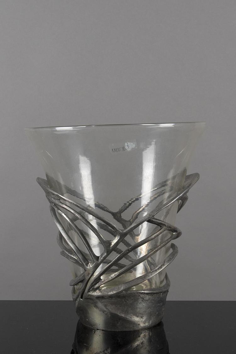 Vase en verre de amadeo et m tal argent for Decoration vase en verre