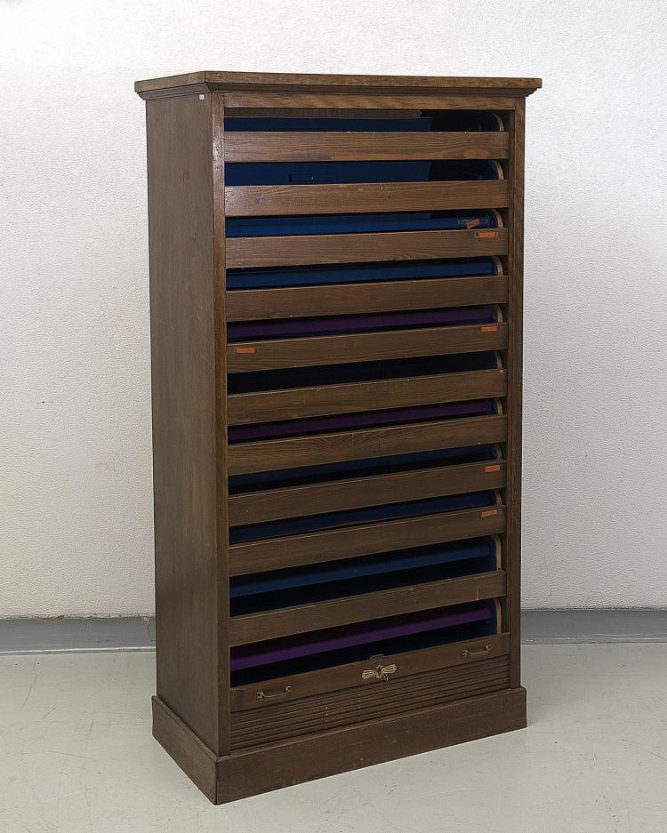Meuble rideau et multiples tiroirs plateau for Meuble porte rideau
