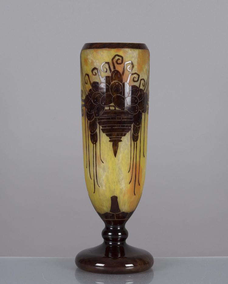 Le verre fran ais vase en verre multicouche jaune for Decoration vase en verre