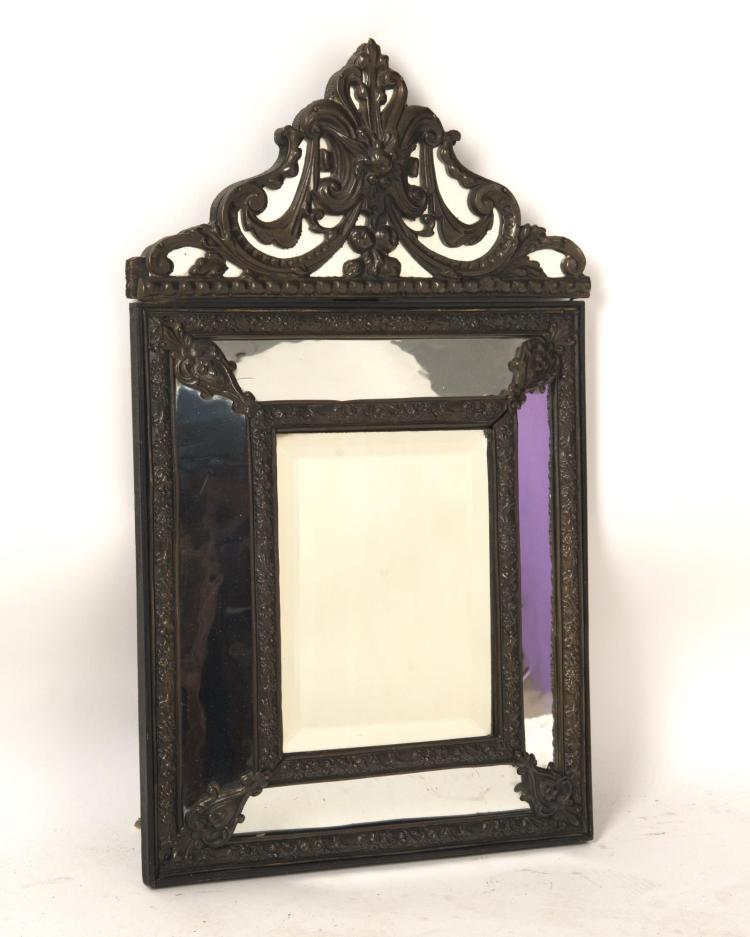 Miroir en m tal repouss parcloses glace centrale biseaut for Glace miroir moderne