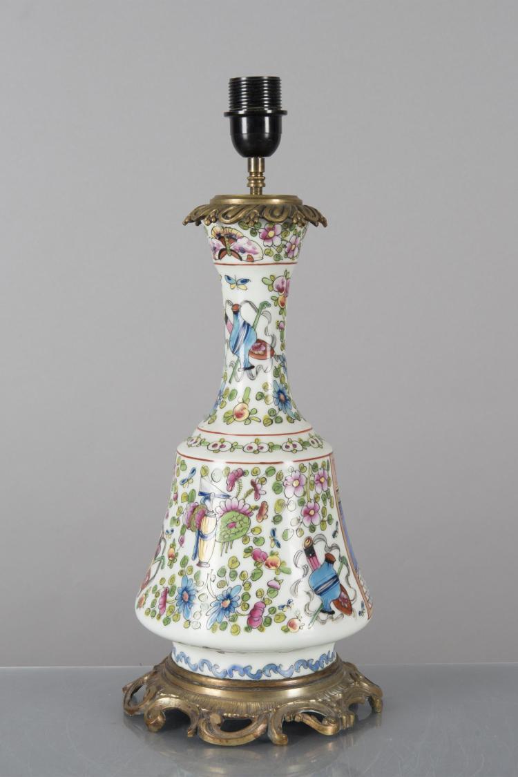 Lampe de chevet en opaline blanche d cor fa on canton mon for Lampe de chevet cristal