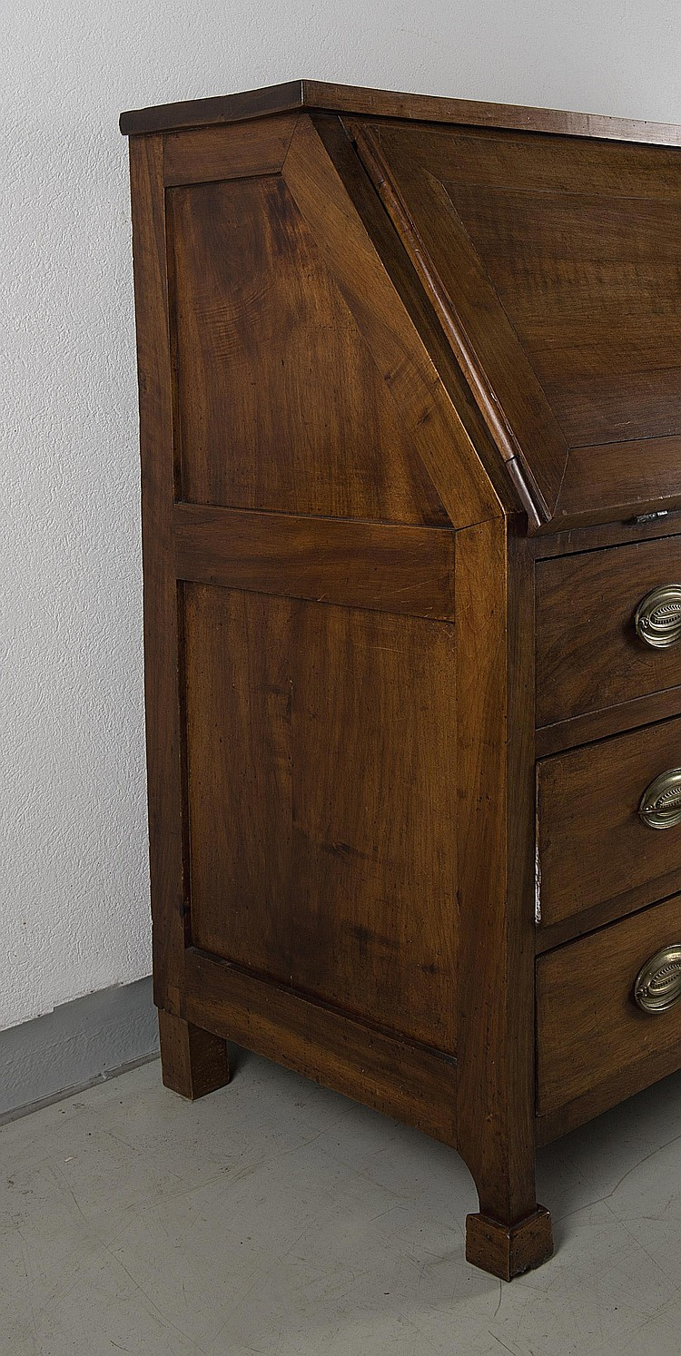 commode secr taire en noyer 3 tiroirs et 1 battant de styl. Black Bedroom Furniture Sets. Home Design Ideas
