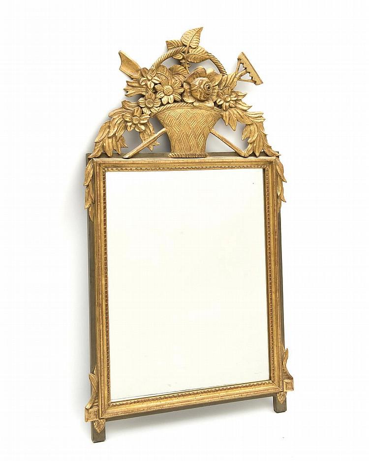 Miroir rectangulaire cadre en bois dor de style louis xvi for Miroir dore rectangulaire