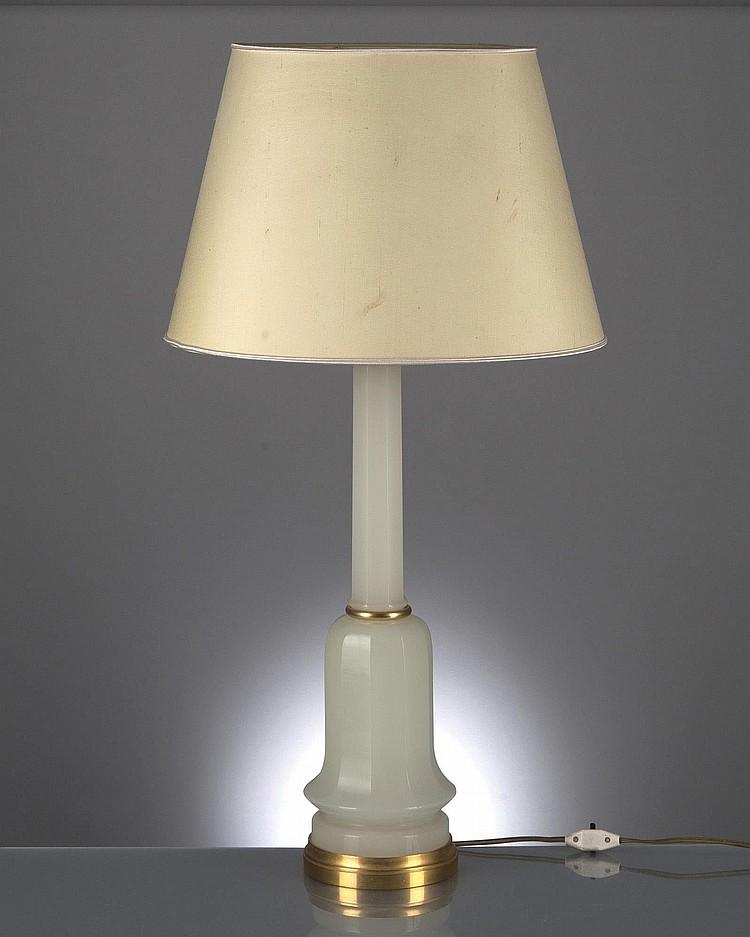 pied de lampe colonne pans coup s en opaline blanche et ce. Black Bedroom Furniture Sets. Home Design Ideas