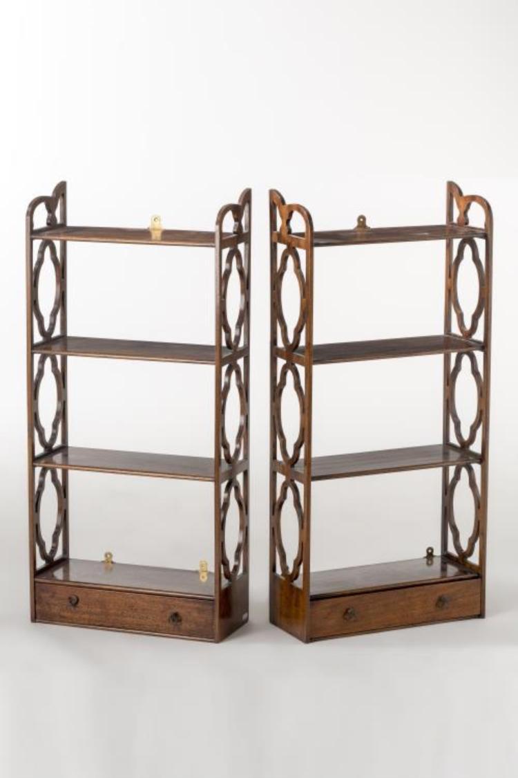 paire d 39 tag res regency suspendre. Black Bedroom Furniture Sets. Home Design Ideas