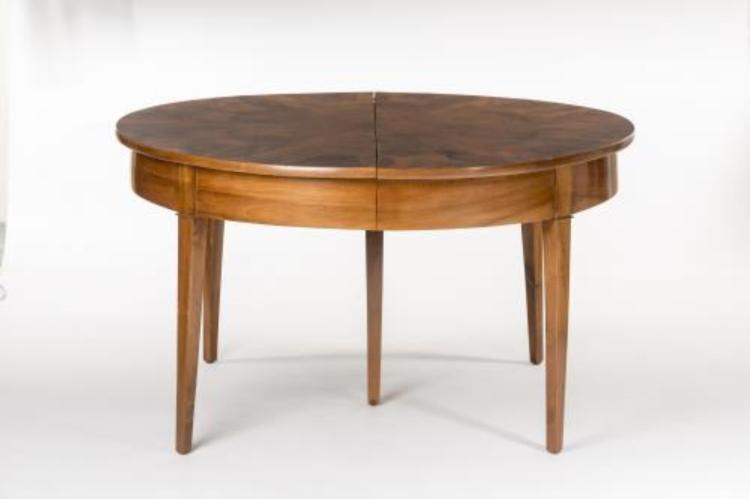 Table directoire 5 pieds en noyer et 2 allonges for Table noyer 6 pieds