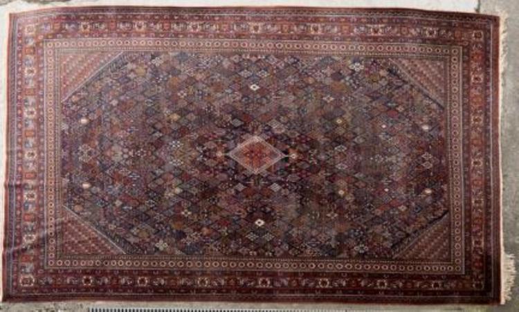tapis persan tr s fin m daillon central en forme de losang. Black Bedroom Furniture Sets. Home Design Ideas