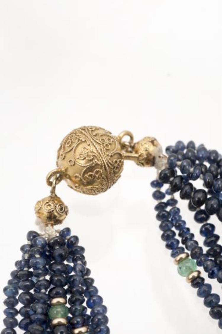 collier de perles de saphirs. Black Bedroom Furniture Sets. Home Design Ideas