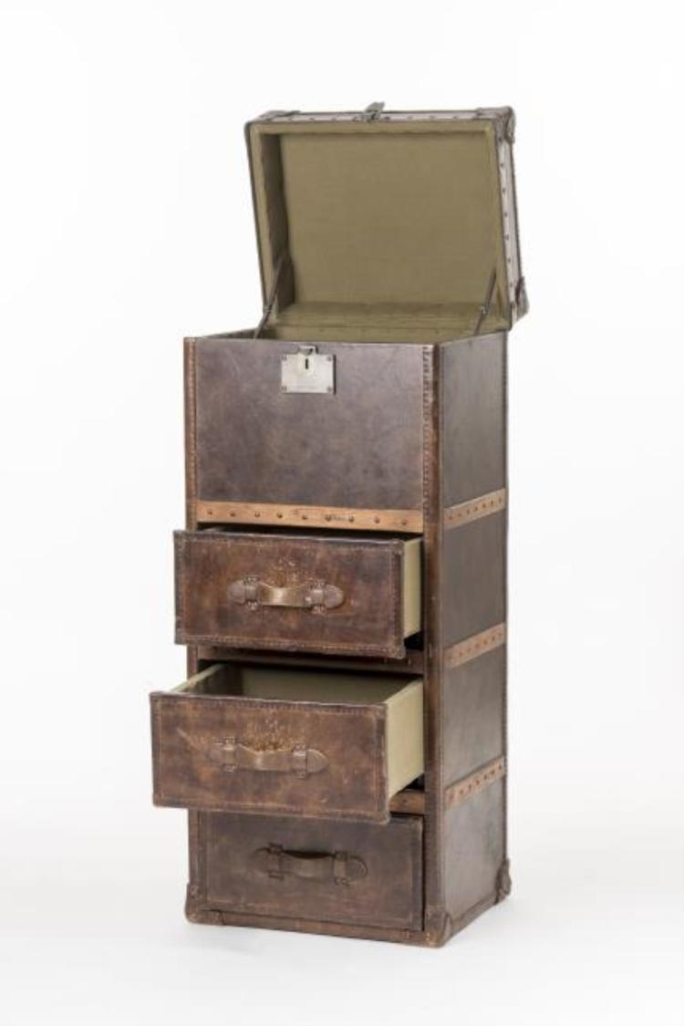 Commode en cuir fauve for Furniture auctions uk